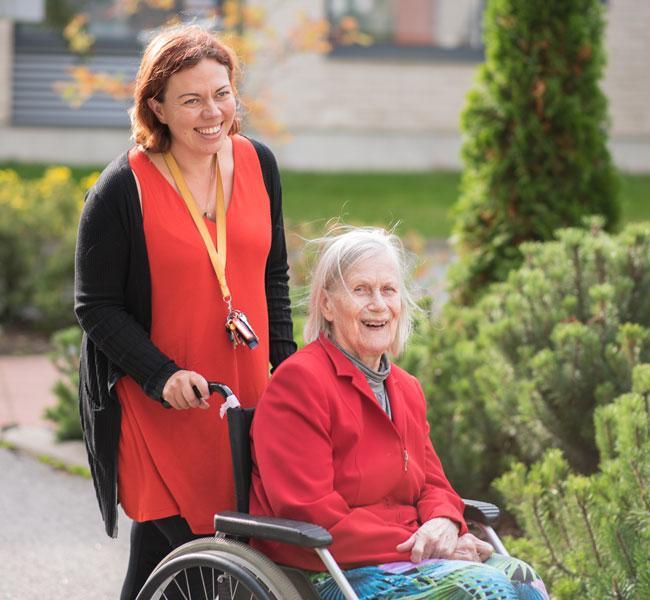 Lämpimät ja huolehtivat hoitajat luotettavaan kotihoitoon