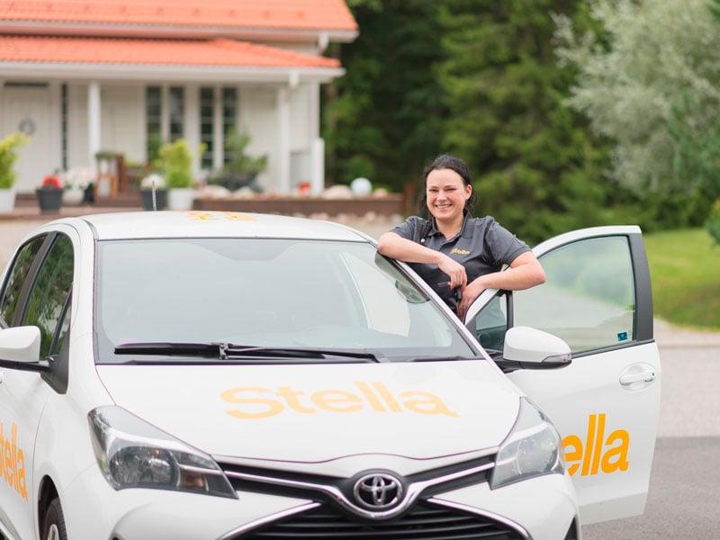 Kotisiivous: Stellan autot ja ihmiset ovat kaupungilla tuttu näky
