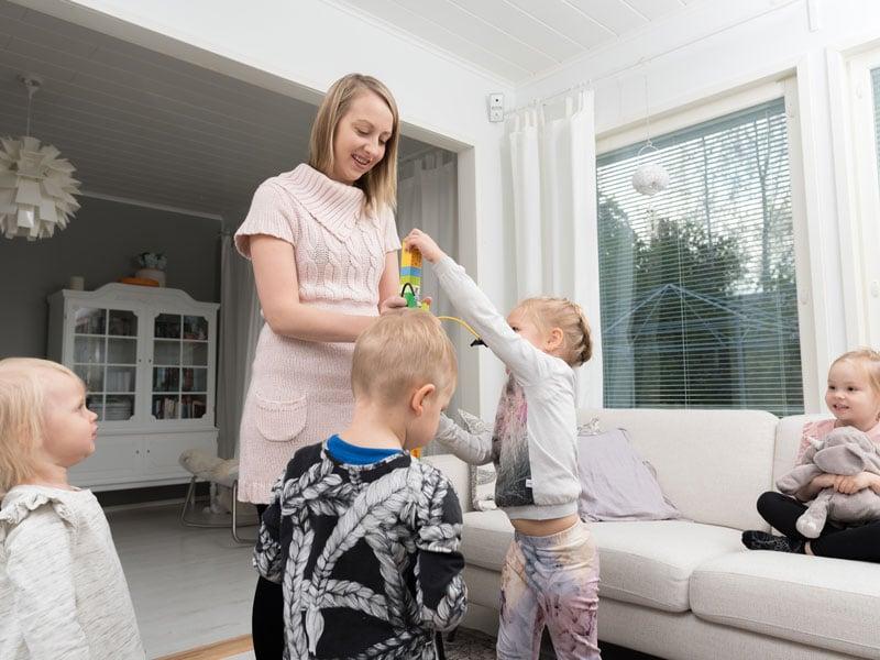 Lastenhoito: Yhdessä rakentamassa
