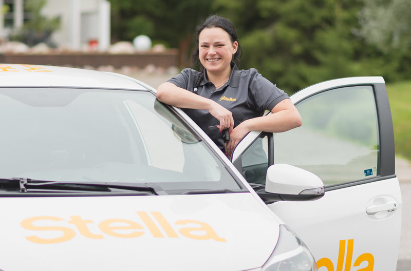 Stellan kotisiivouksen ammattilaiset näkee usein Stella-auton ratissa